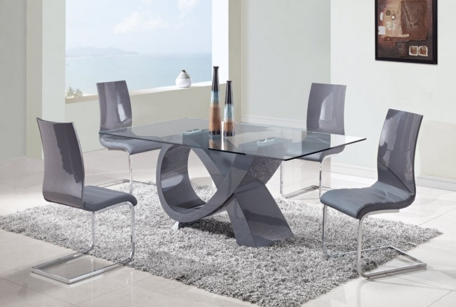 salle manger moderne table verre chaises couleur grise omaima deco. Black Bedroom Furniture Sets. Home Design Ideas